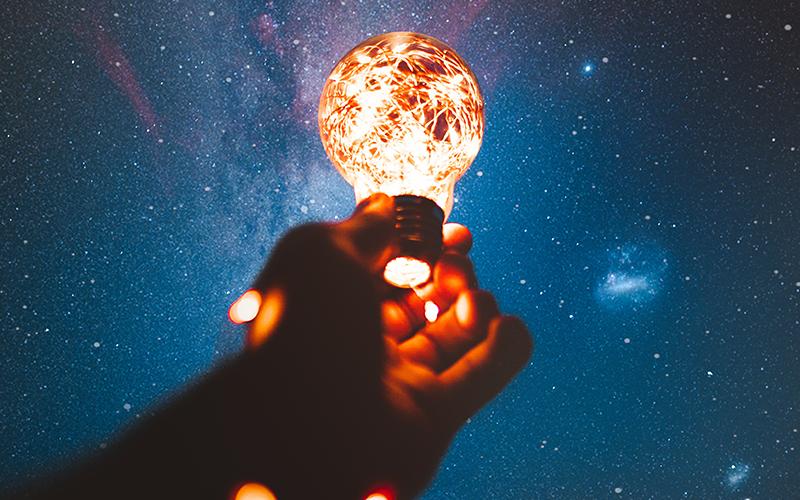 Lightbulb radiating reflection